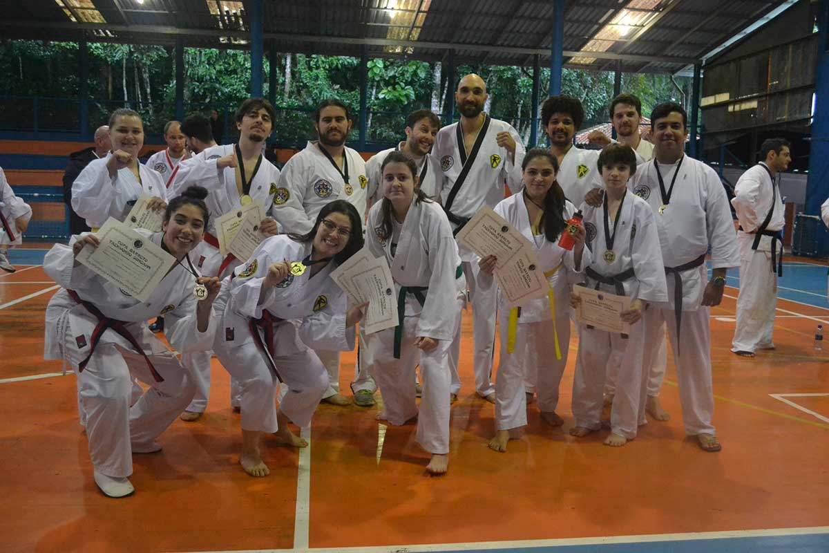 "Copa Barreto Taekwondo 2016  - <i class=""fa fa-download""></i> <a href=""../images/galeria/copa_barreto_2016/foto_77.jpg"" target=""_blank"" download>Download</a>"